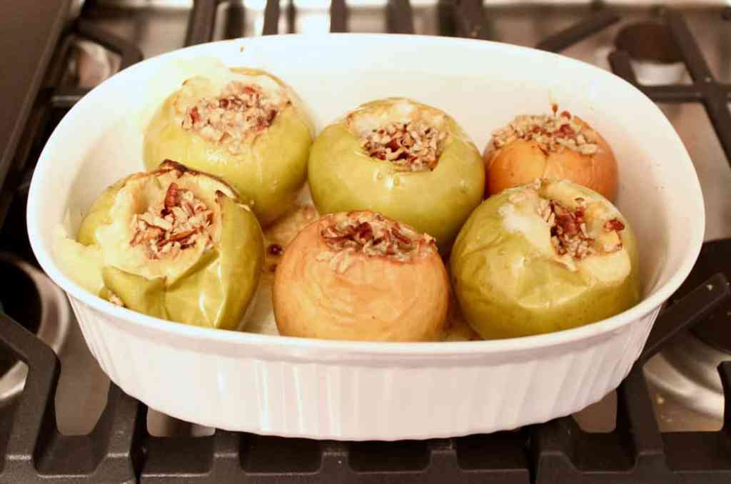 Baked Apples with Cinnamon Crumble Filling