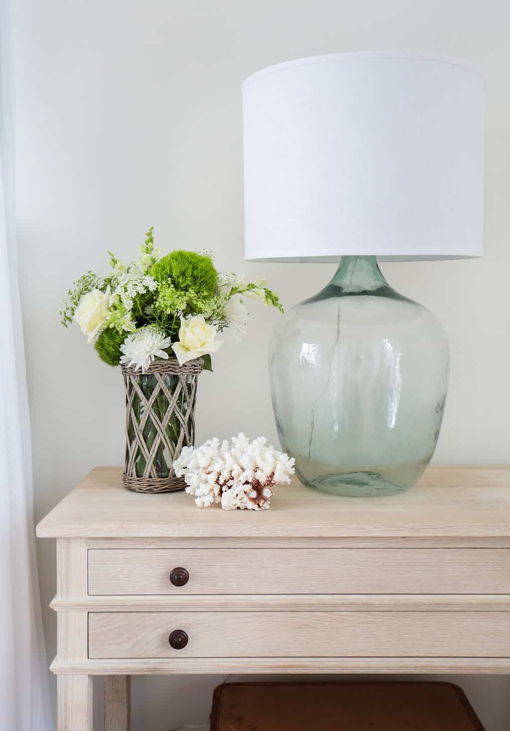 HOM-Modern-Farmhouse-With-Coastal-Flare-by-Blackband-Design-nightstand