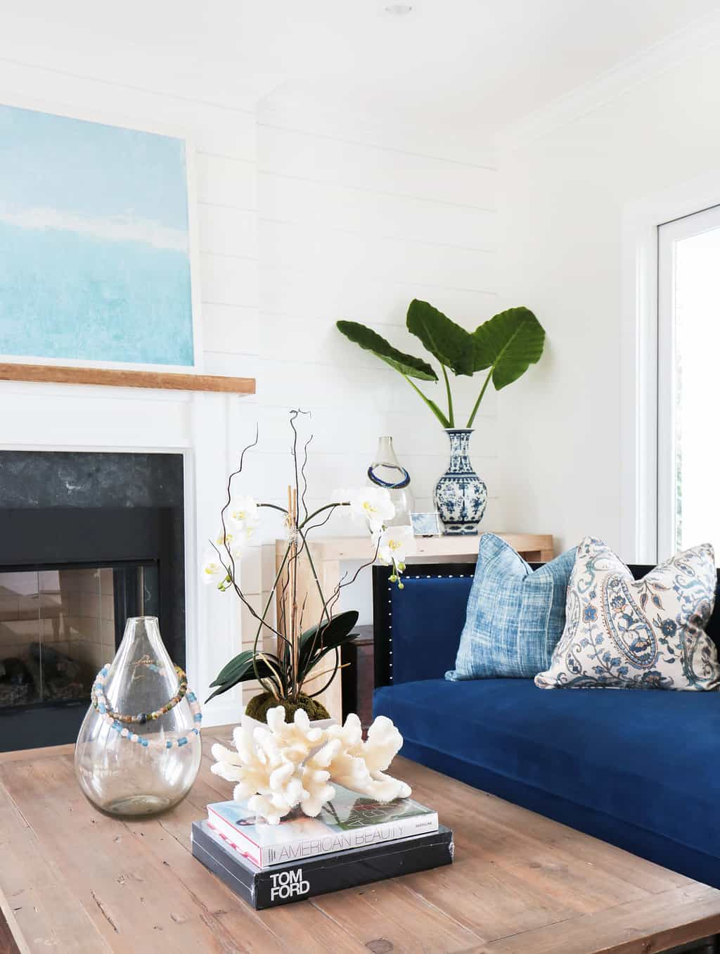 HOM-Modern-Farmhouse-With-Coastal-Flare-by-Blackband-Design-furniture