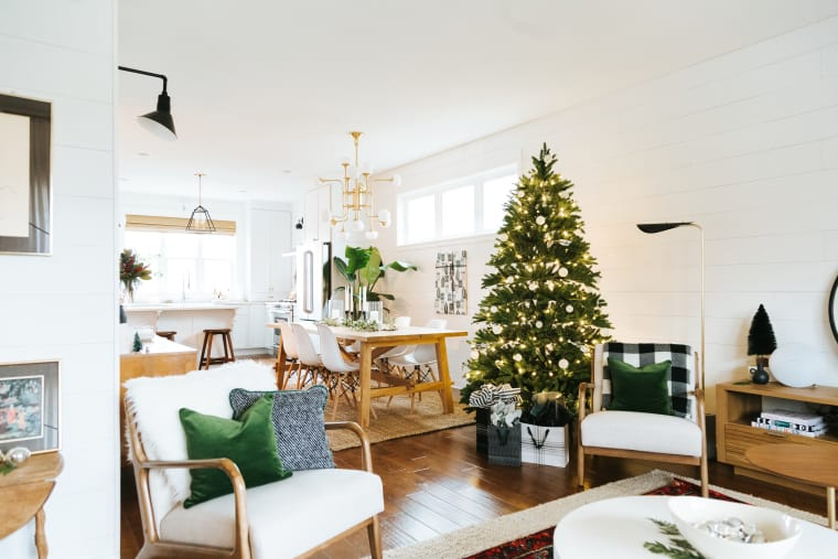 of the Month: Simple Holiday Home of Creekwoodhill