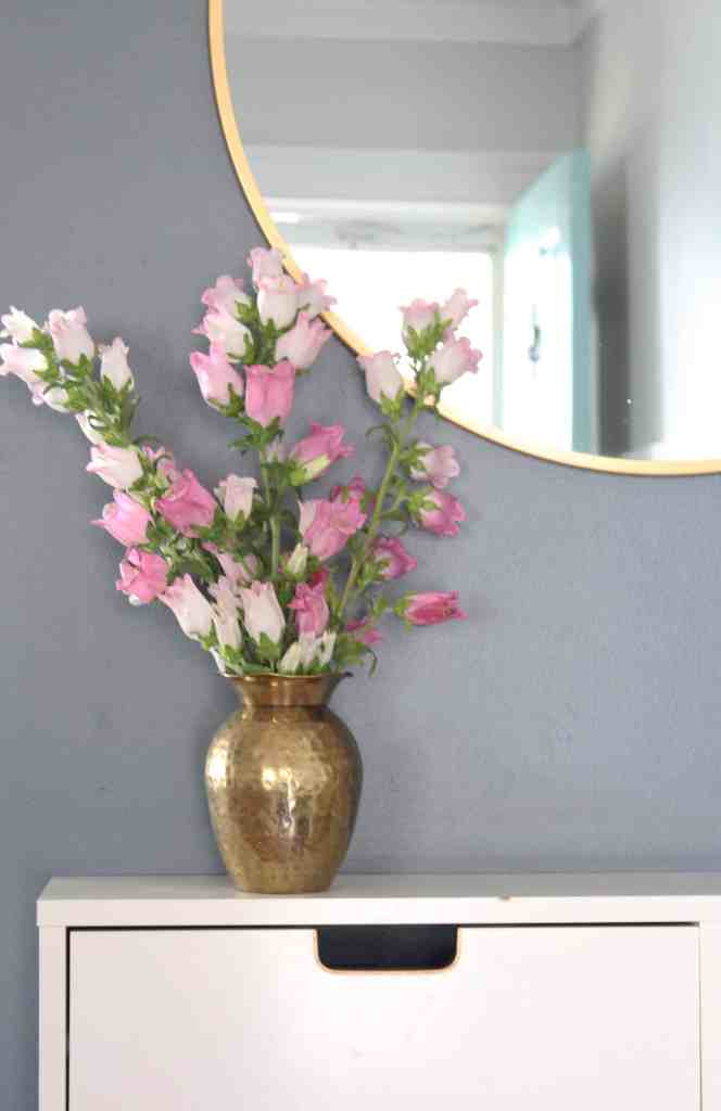 Spring 2018: A Wannabe Minimalist Home Tour entry flowers
