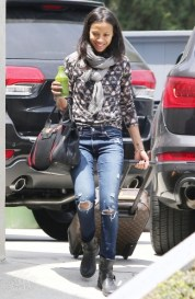 normal_Leaving_her_house_in_Los_Angeles05151302