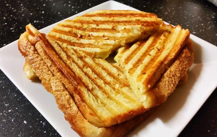 garlic grilled cheese sandwich