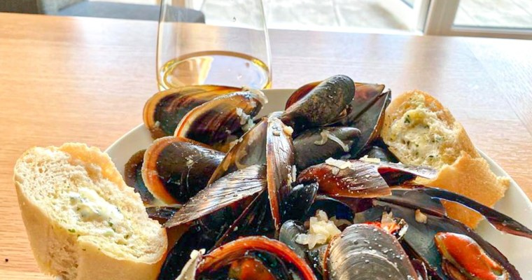 How To Cook Garlic Mussels
