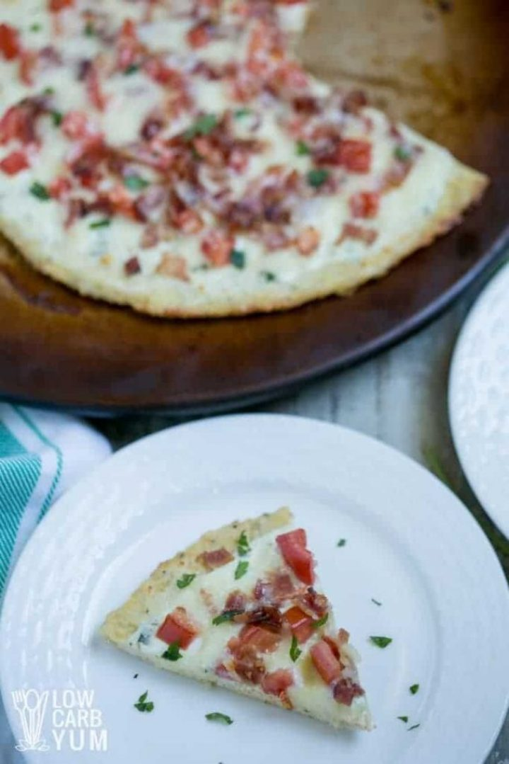low carb chicken bacon ranch pizza