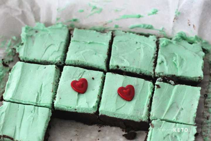 adding hearts to Keto christmas fudge