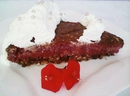 Tort raw vegan cu frisca