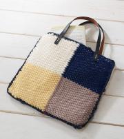 Mehrere kleine Teile miteinander kombiniert ergeben einzigartige, größere Taschen.
