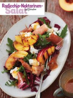 Rezept - Radicchio-Nektarinen-Salat mit Schinken - Simply Kochen Sonderheft - Frühlingssalate