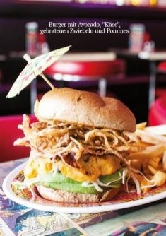 """Rezept - Burger mit Avocado, """"Käse"""",gebratenen Zwiebeln und Pommes - Healthy Vegan 03/2019"""