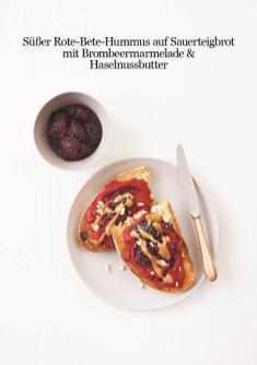 Rezept - Süßer Rote-Bete-Hummus auf Sauerteigbrot mit Brombeermarmelade & Haselnussbutter - Healthy Vegan 04/2019