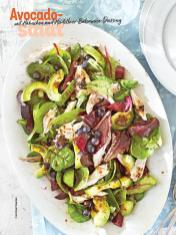 Rezept - Avocadosalat mit Hähnchen und Heidelbeer-Balsamico-Dressing - Simply Kochen Sonderheft Sommer-Salate