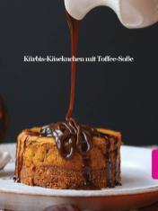 Rezept - Kürbis-Käsekuchen mit Toffee-Soße - Healthy Vegan Sonderheft - Vegan Jahrbuch