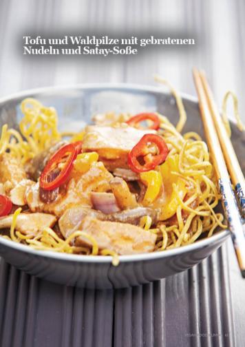 Rezept - Tofu und Waldpilze mit gebratenen Nudeln und Satay-Soße - Vegan Food & Living – 03/2020