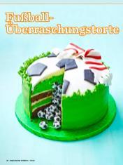 Rezept-Fussball-Ueberraschungstorte-Simply-Backen-Kollektion-Torten-Kuchen-0121