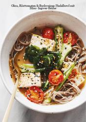 Rezept - Okra, Rösttomaten & Buchweizen-Nudelbowl mit Miso-Ingwer-Brühe - Vegan Food & Living Kompakt – 01/2021