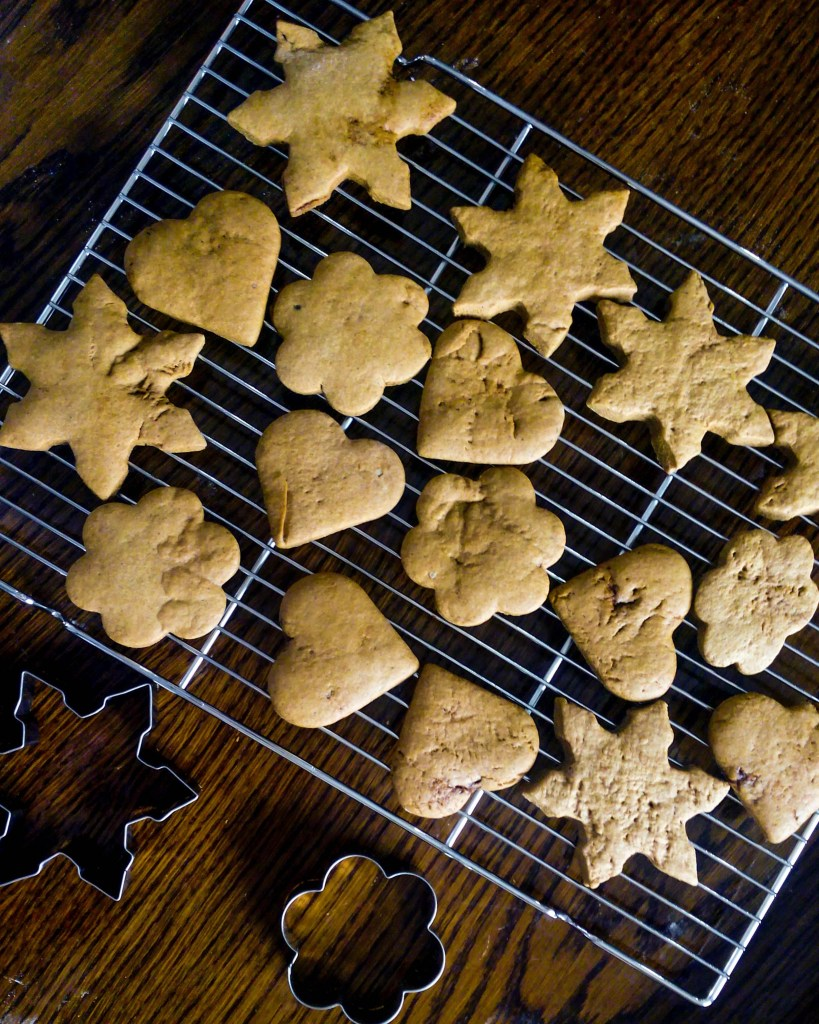 The most delicious and fragrant gingerbread cookies. These are so soft and chewy! you MUST TRY them! | #gingerbread #gingerbreadcookiesrecipe #royalicingrecipe #gingerbreadspicemix | simplyanchy.com