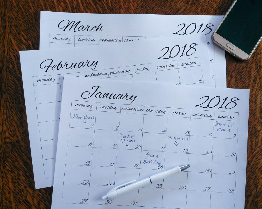 Is one of your New Year's Resolutions to stay organized? This simple minimal 2018 calendar is what you actually need! And it is absolutely FREE! Download it now! | #freeprintablecalendar #free2018calendar #freeprintables #freecalendar #printablecalendar | simplyanchy.com