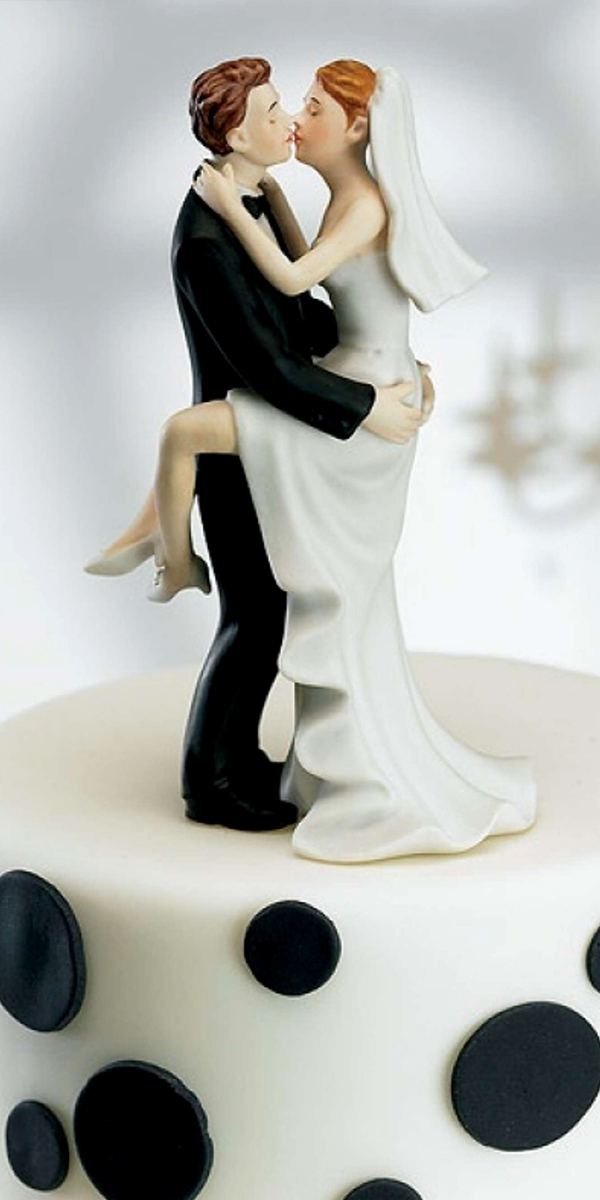 kissing couple figurine wedding cake topper
