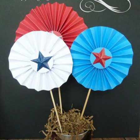Patriotic Pinwheel Decor #PatrioticHOA