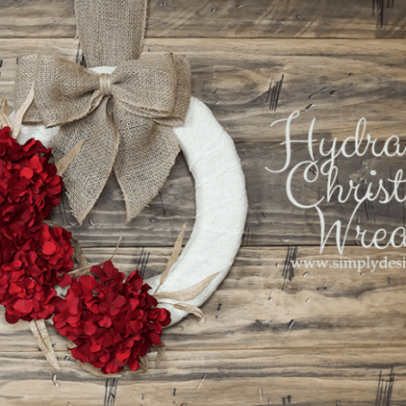 Hydrangea Christmas Wreath with Burlap | #wreath #crafts #burlap #christmas #holiday #hydrangea