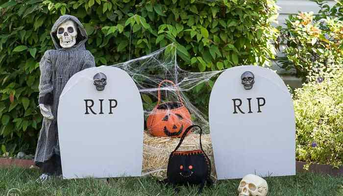 DIY Harvest Yard Sign : RIP Headstone Decoration