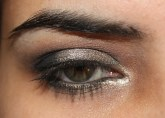Urban Decay Naked 2 : Silvery Grey Eye Look
