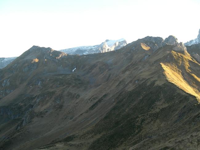 Tag 2: Blick vom Kreuzjoch auf den überquerten Bergkamm. Ich kann's kaum glauben, dass ich darüber gegangen bin.