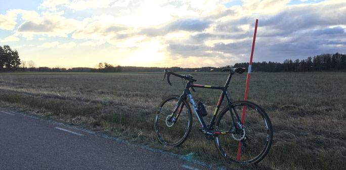 Cykel mot molning himmel