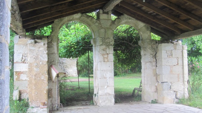 Ruin in the garden of the Châtea