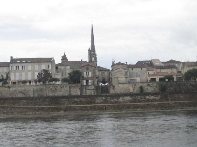 Dordogne river and the town Sainte-Foy-la Grande
