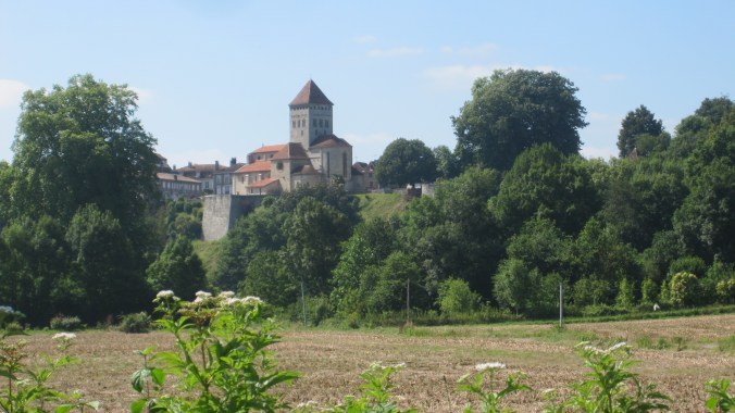 Approaching the town of Sauveterre-de Béarn