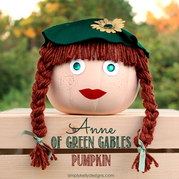 Anne of Green Gables Pumpkin | An Alternative To Pumpkin Carving by Simply Kelly Designs #AnneOfGreenGables #AnneOfAvonlea #PrinceEdwardIsland #PEI #AnneShirley #Pumpkin #PumpkinDecorating #felthat #yarnhair #Halloween