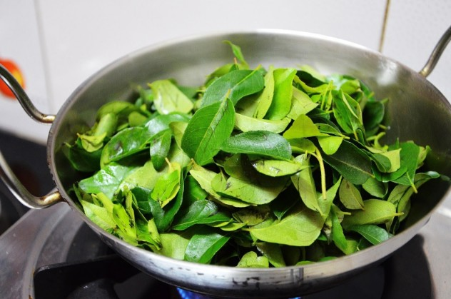 Curry Leaves For Thicker Eyebrows