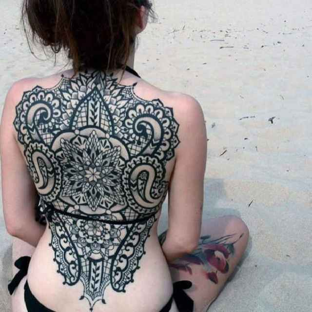 maori tattoo on back of female