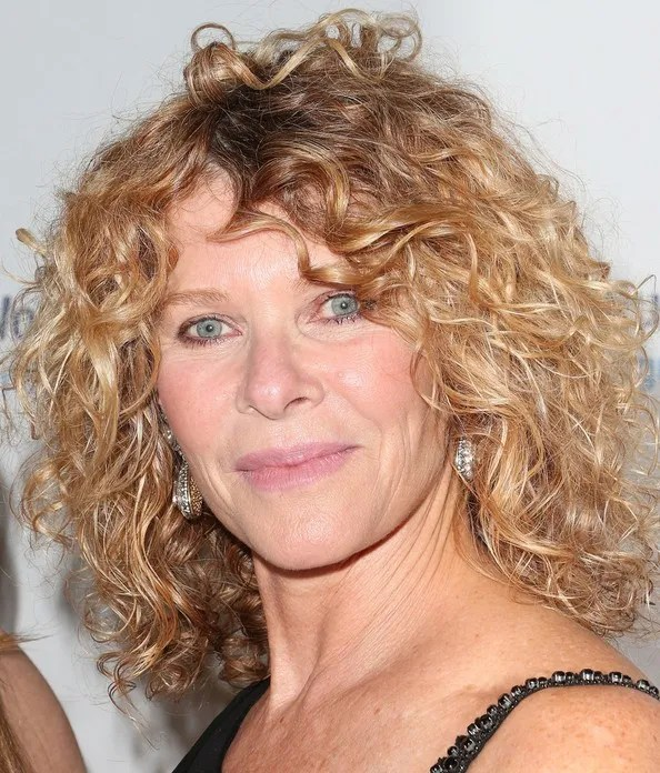 bouncy curly hairstyle for women over 50
