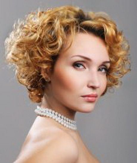 retro look hairstyle for women over 50