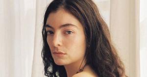 Lorde – Stoned at the Nail Salon