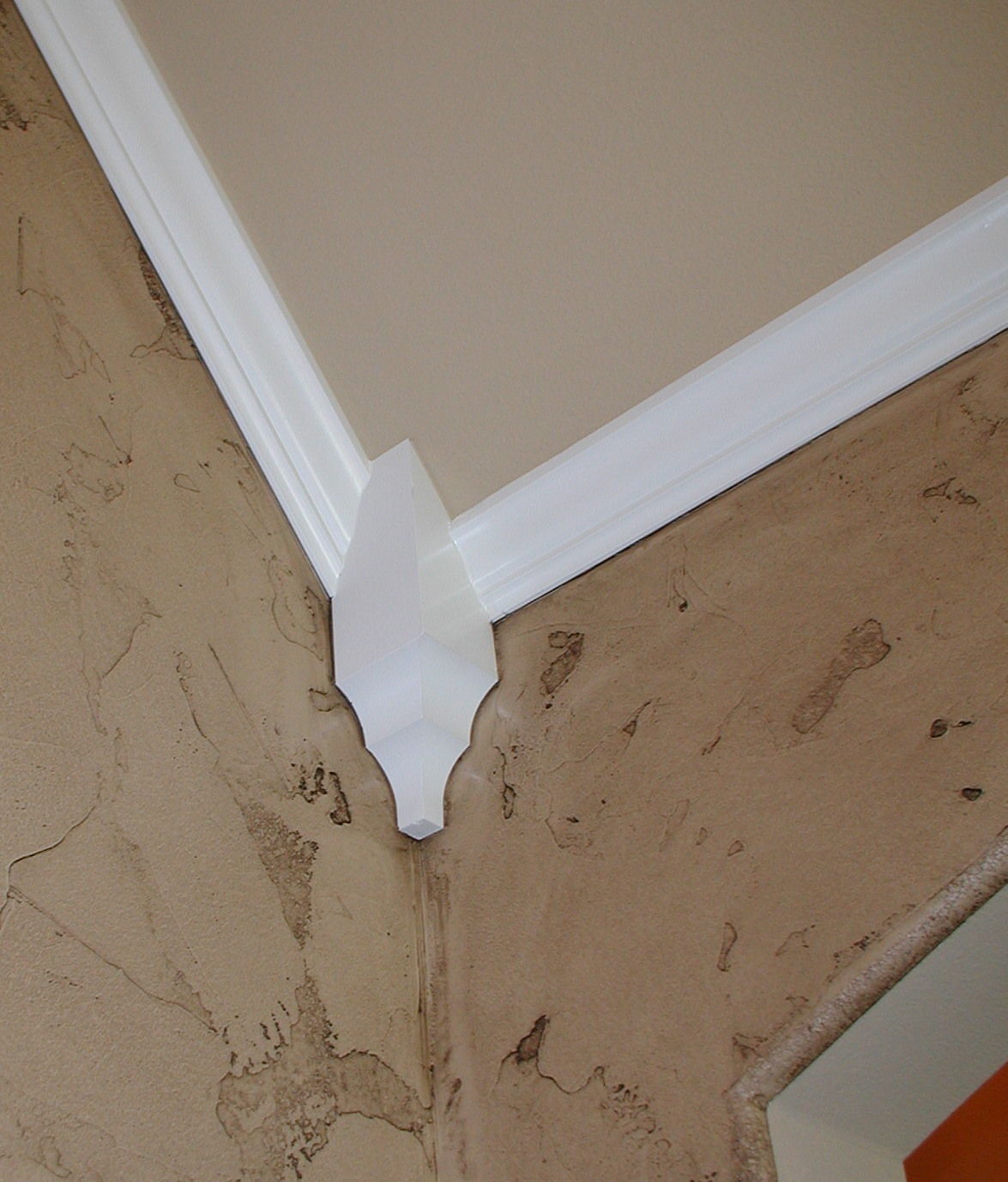 Crown molding corner joint