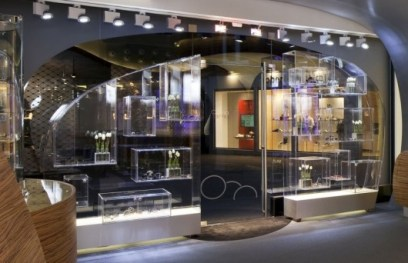 hofstede-shows-frames-without-exception-in-display-cases-530x342