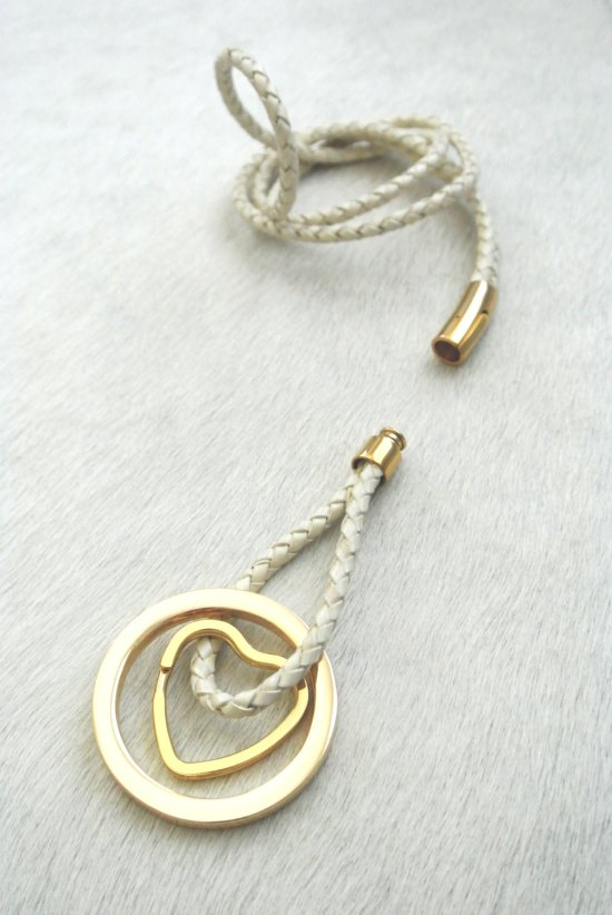 Wear your Keys Like a Necklace // Lost your Keys? - 5 Organizing Tips for Never Losing Them Again // simplyspaced.com
