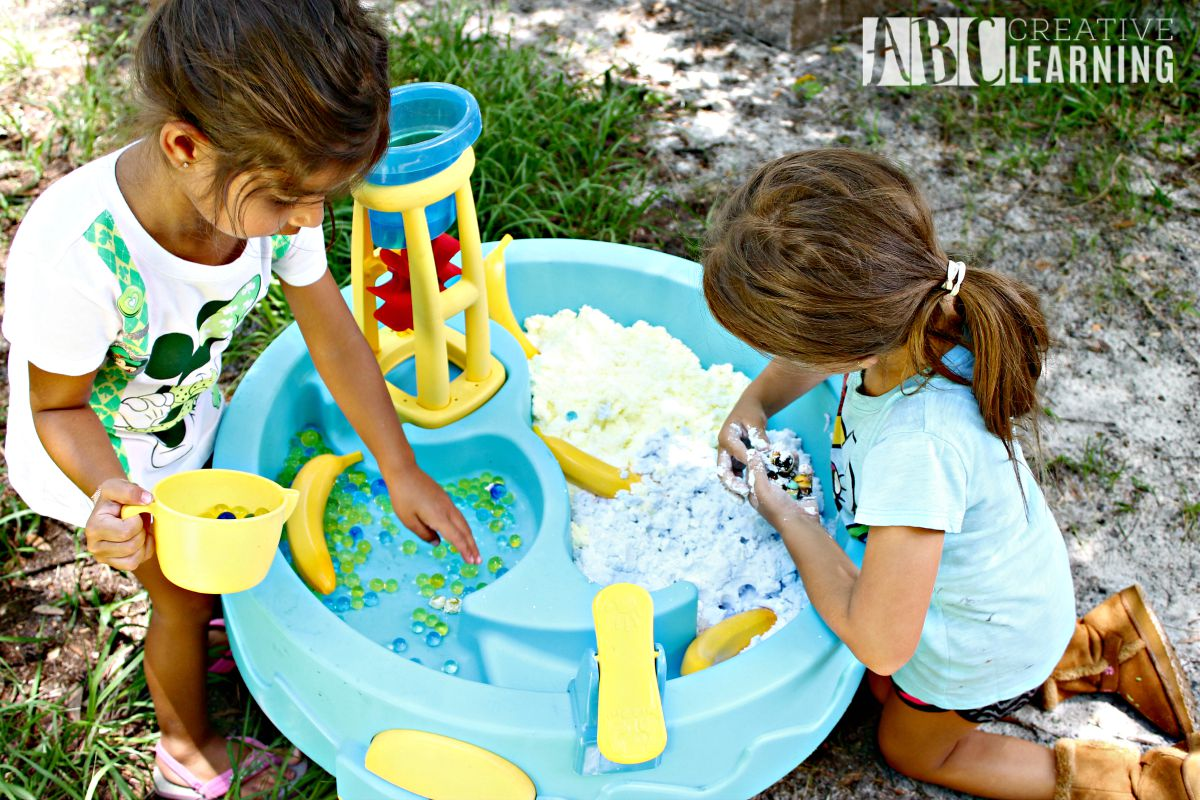 Sensory Play with the Minions pretend play