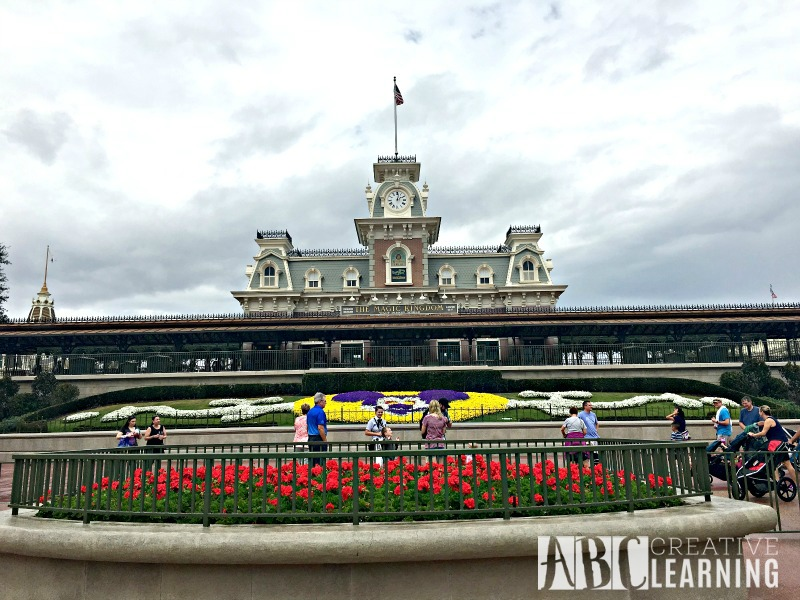10 Things You Must Do At Disney's Magic Kingdom entrance