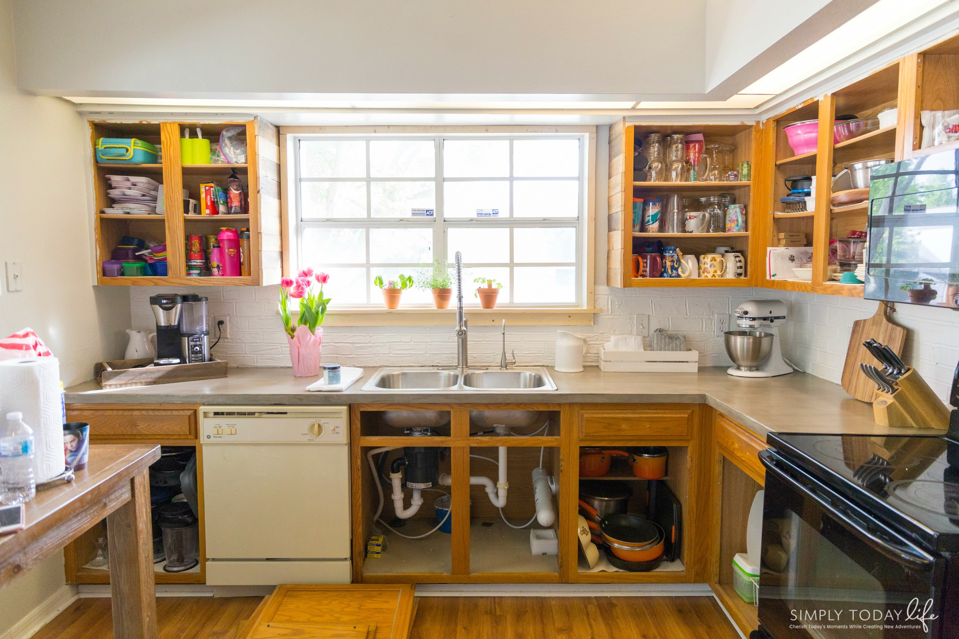 How To Paint Kitchen Cabinets With Chalk Paint - simplytodaylife.com