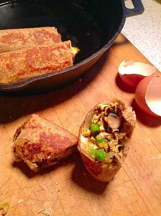 Omelet toast rolls