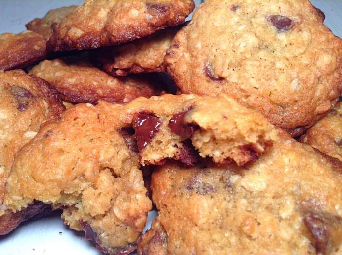 Oatmeal and dark chocolate chip cookies