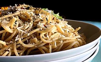 Spaghetti Aglio E Olio - Easy Delicious Pasta Recipe