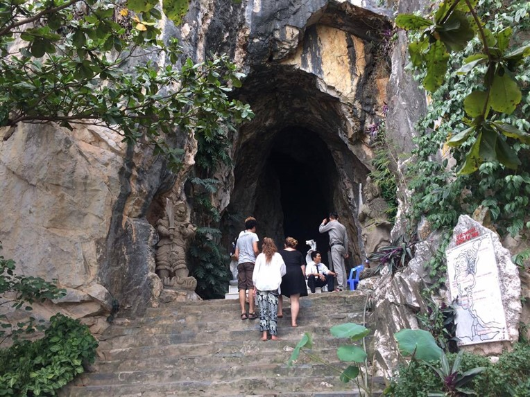 Marble mountains, Am Phu cave and monkey mountains (1)