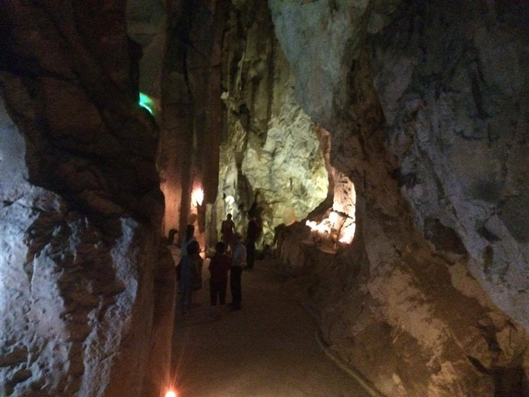 Marble mountains, Am Phu cave and monkey mountains (2)
