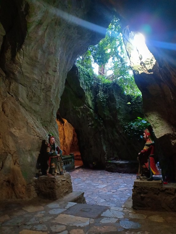 Marble mountains, Am Phu cave and monkey mountains (5)